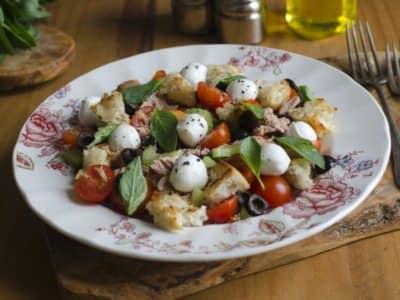 Salade au Pain Blanc et à la Mozzarella - Galbani