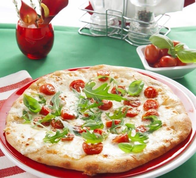 Pizza à la roquette, aux tomates coeur de pigeon et à la Ricotta - Galbani