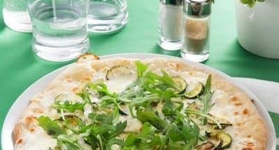 Pizza blanche à la Ricotta, aux courgettes et à la roquette - Galbani