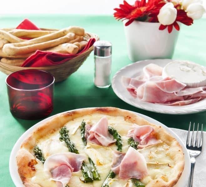 Pizza au jambon blanc, aux asperges et au fromage de chèvre - Galbani