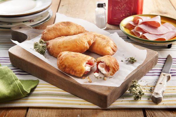 Chaussons à la ricotta, jambon cuit et sauce tomate - Galbani