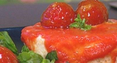Gâteau de Mozzarella avec coulis de tomates - Galbani