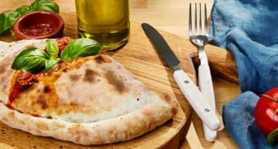 Pizza Mozzarella et Aubergines façon Calzone - Galbani