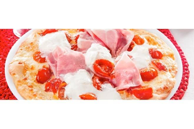 Pizza à la burrata, jambon et tomates cerises - Galbani