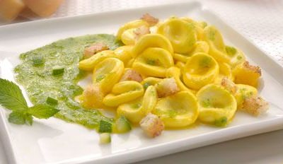 Orecchiette Mozzarella au safran, pesto de courgettes et menthe - Galbani