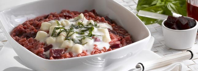 Risotto à la betterave avec du basilic et de la Mozzarella Cucina - Galbani