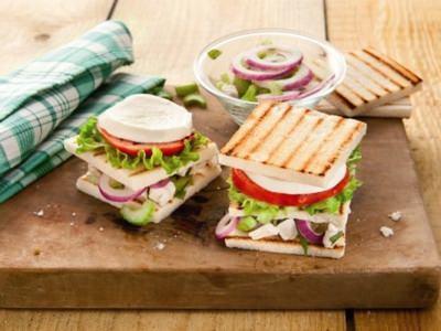 Sandwich à la macédoine de poulet - Galbani