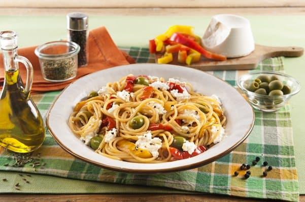Spaghettis aux poivrons, aux olives et à la ricotta - Galbani