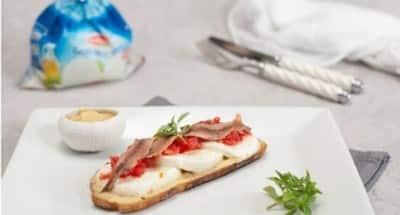 Tartine à la Gran Tradizione, tomates concassées et anchois - Galbani