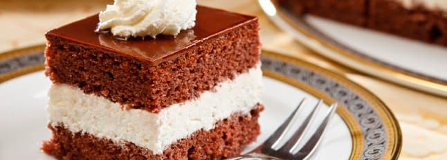 Gateau Au Chocolat Decorer A La Creme Chantilly
