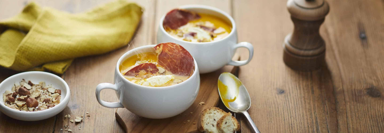 Veloute de potimarron à la noisette, chips de Coppa et fromage nature Il Gusto,lardons fumes et ciboulette. - Galbani