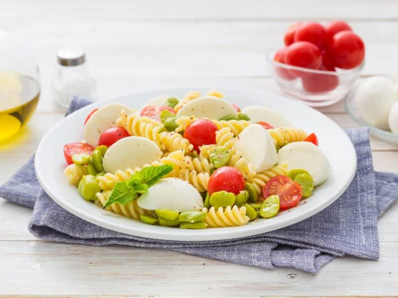 Salade de pâtes à la Mozzarella, aux graines de haricots et tomates cerises - Galbani