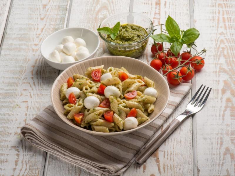 Pâtes Froides au Pesto, à la Mozzarelle et aux Tomates Cerises - Galbani