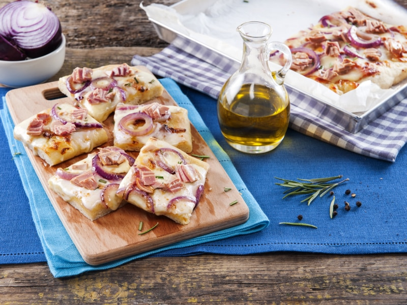 Pizza au thon et aux oignons rouges - Galbani